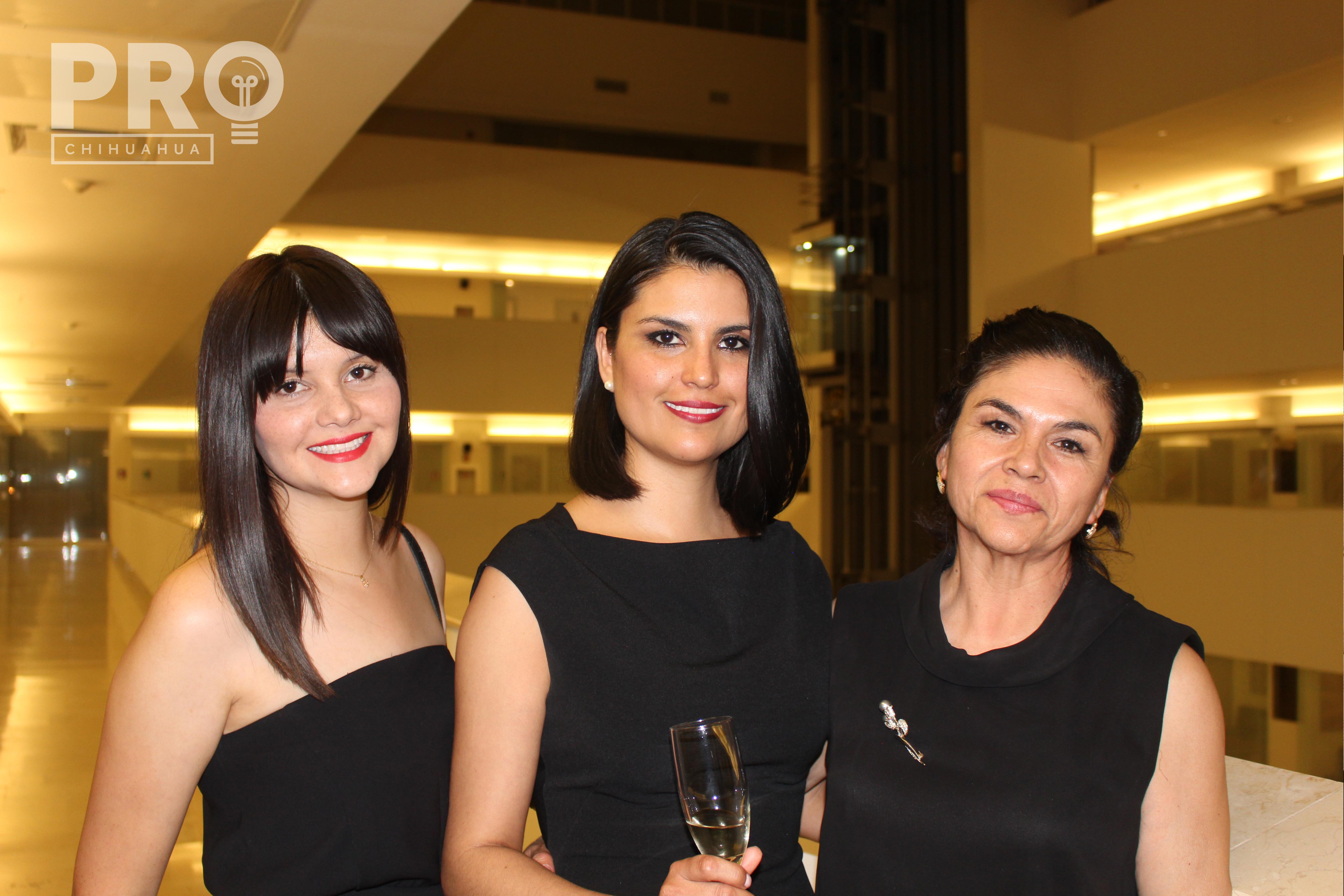 Maryeth Gutiérrez, Dra. Nereida Gutiérrez y Nereida Saldaña 0625.- Familia Rodríguez