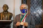 Entrega Municipio medalla Mérito Ciudadano Benito Juárez a José Villanueva Clift