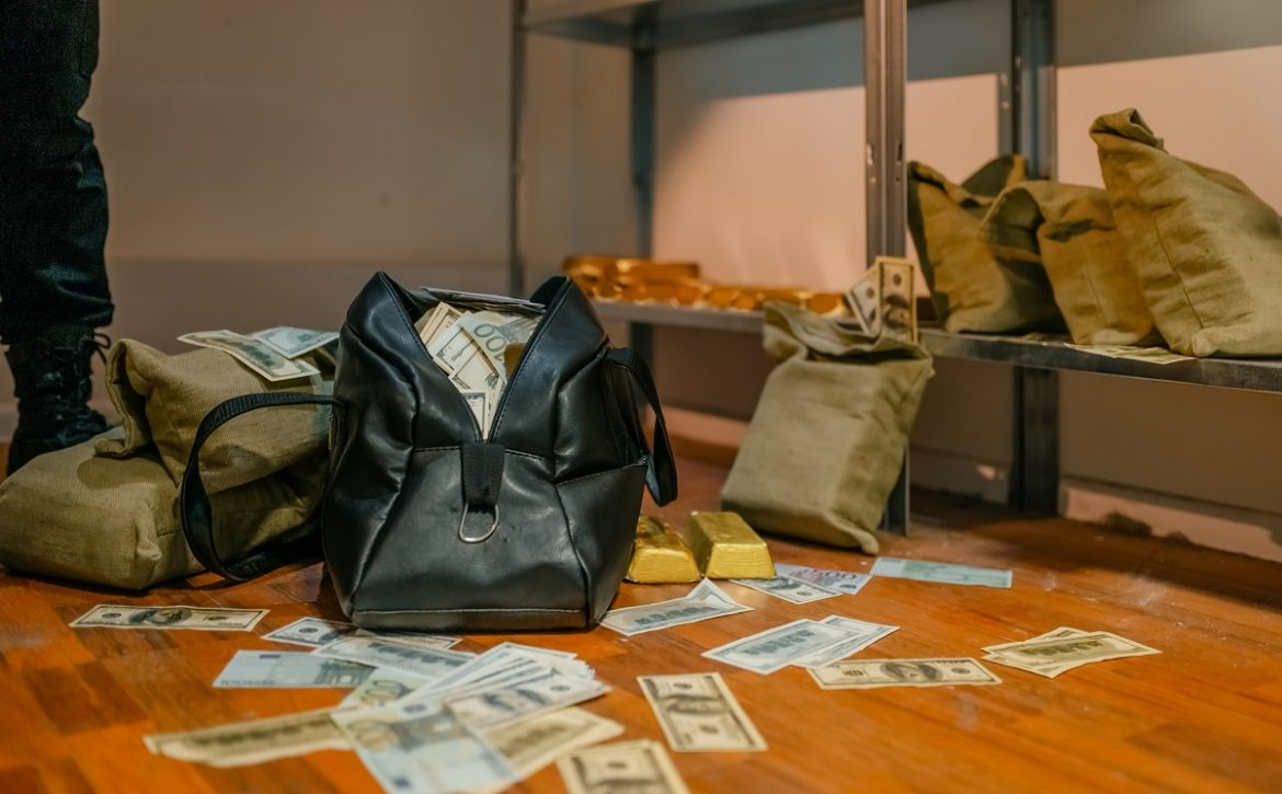 Bank robbery, bags full of money and gold