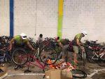 Ex Borregos donan más de 200 bicicletas a niños en Creel